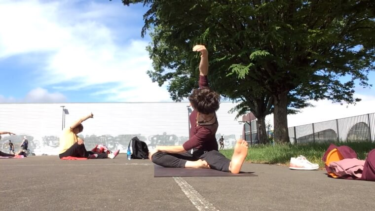 Vidéo : Cours de stretching Yoga en plein air avec Magali